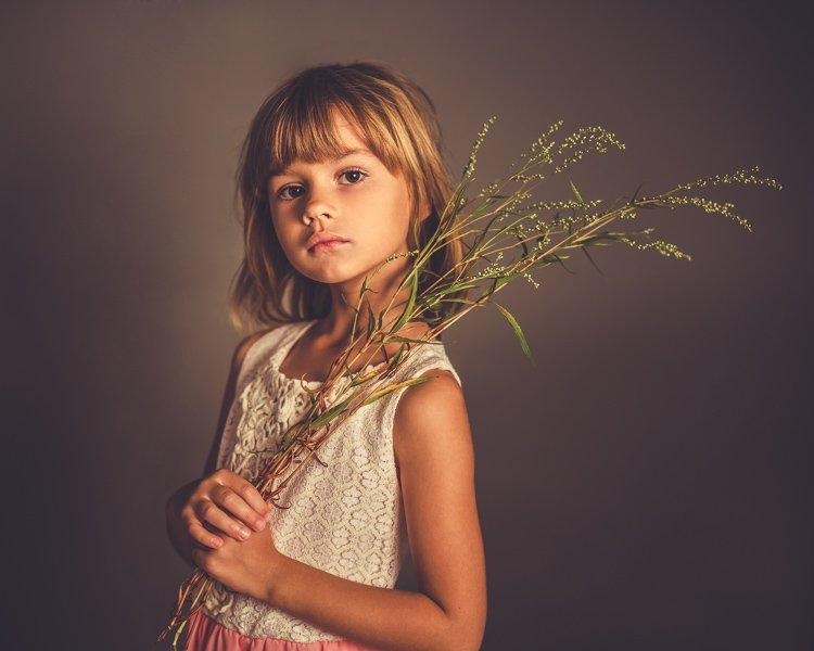 fine art girl portrait old classic style in ikphotoart photo studio